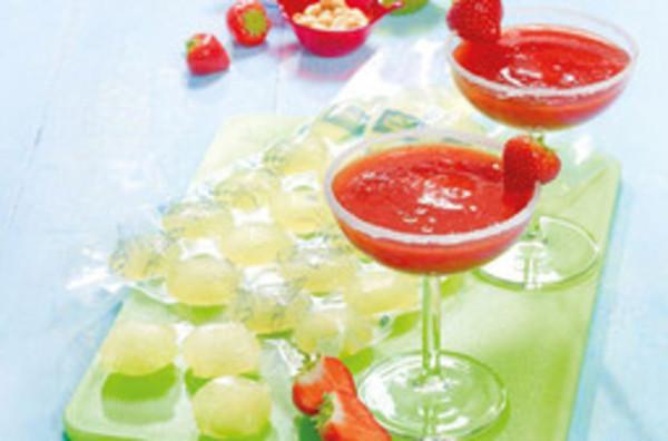 Frozen Erdbeer-Apfel-Margarita mit Limetten-Eiswürfeln