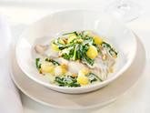 Alaskaseelachs  mit Kartoffelbällchen und jungem Spinat
