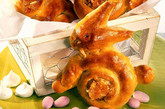 Hefe-Hasen  mit Marzipan-Aprikosen-Füllung