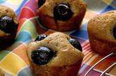 Kirsch-Muffins  mit Schmand und ganzen Früchten